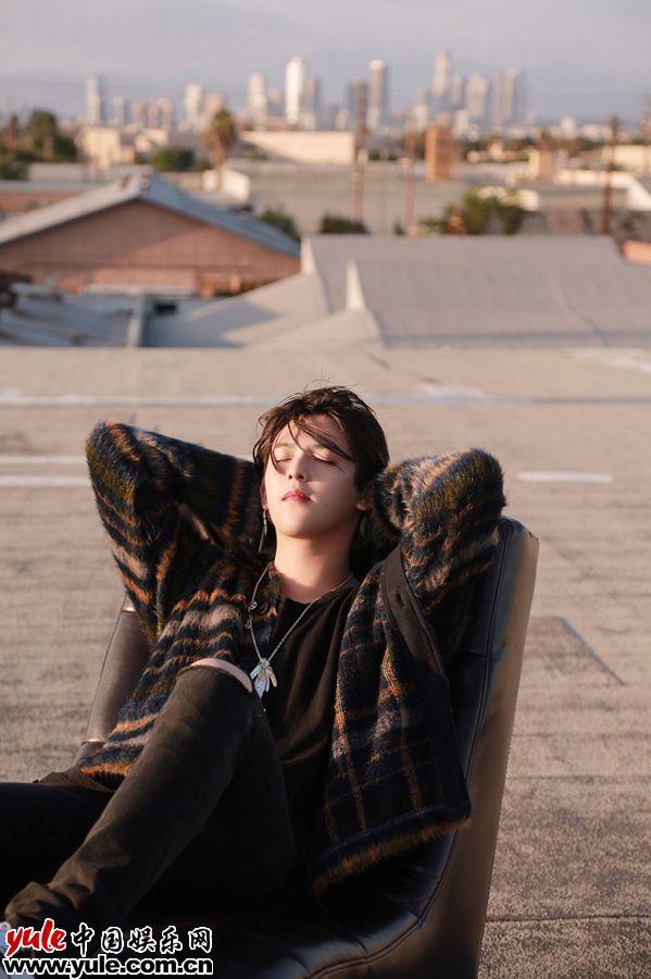 符龙飞《I'M OK》MV首发 取景洛杉矶重塑自我资讯生活